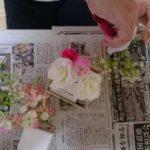 造花を切る