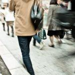 人間が普通に行っている二足歩行は意外と凄いこと!?人間の頭が良くなったのも二足歩行のおかげ?!
